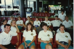 Teamfoto-dames-1990-Narita-airport-op-weg-naar-WK-in-China-1990
