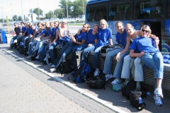 Teamfoto-dames-2004-Volleybaldames-Vliegveld-Polen-zomer-2004