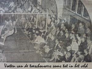 Voeten aan het veld  WK Parijs 1956 Cuba-Ned.JPG met tekst op de foto