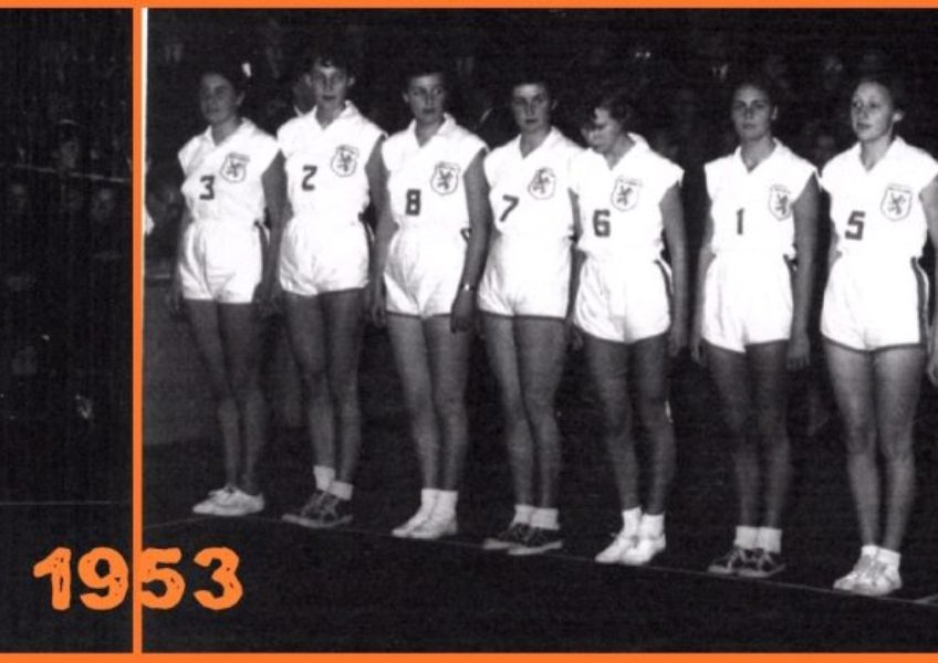 Het Nederlands Dames Volleybal Team 1953.